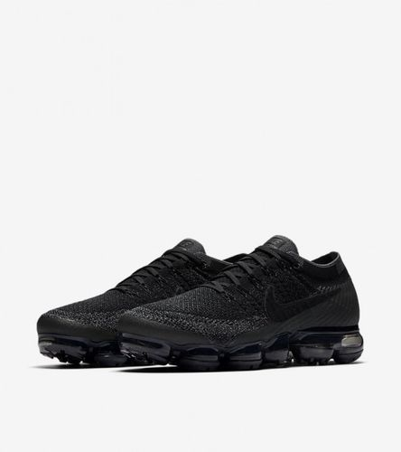 nike-vapormax-triple-black