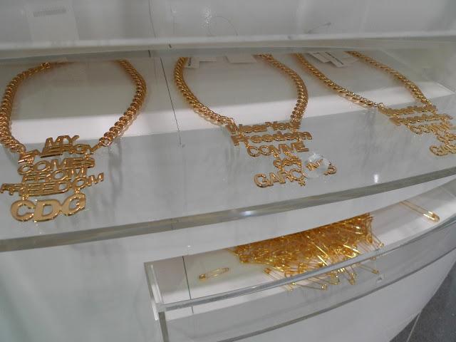 aoyama-cdg-necklace-gold