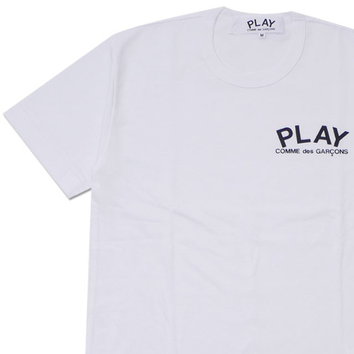 play-small-logo-tee